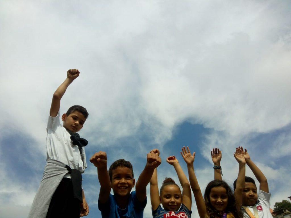 Crianças Associação Santa Cecilía